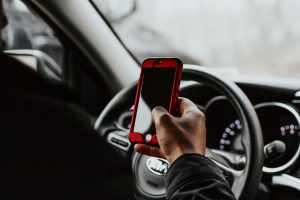 distracted-driving-phone